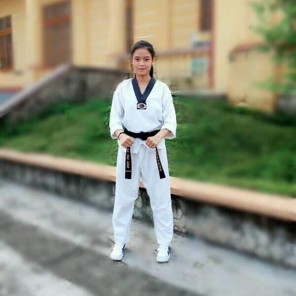 Tên cướp 'số nhọ' gặp phải cô gái đai đen taekwondo tại bến xe bus
