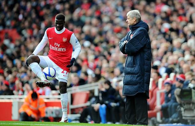 Arsenal ra tay giúp đỡ cầu thủ sa cơ suýt tự tử Eboue