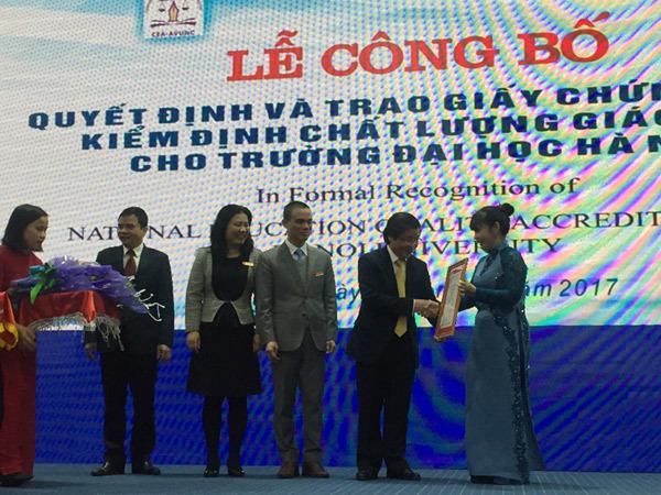 ĐH Hà Nội đón nhận kiểm định chất lượng giáo dục