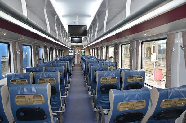 Đường sắt có tàu mới hiện đại phục vụ dịp Tết