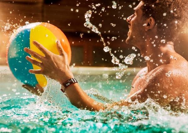 Gear Fit2 Pro: HLV thể thao cho người dùng trẻ