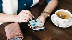 Vì sao không nên đưa thẻ cho nhân viên nhà hàng thanh toán?