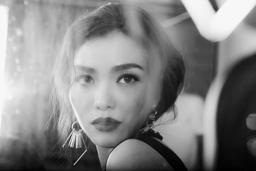 Diễn viên phim Việt không mặc nội y kể về khoảng thời gian khủng hoảng