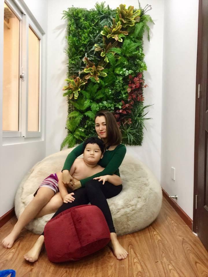 Mẹ đảm tự làm tường thảm lá siêu đẹp trang trí nhà dịp tết chỉ với 1 triệu đồng