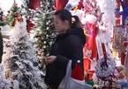 Bên trong nơi sản xuất hơn nửa đồ Giáng sinh thế giới