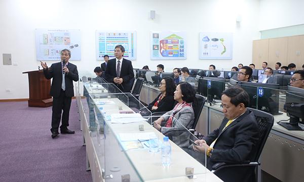 Bà Trương Thị Mai thăm trung tâm điều hành BHXH Việt Nam
