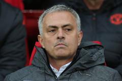 MU thêm bẽ bàng, Mourinho hoang mang cực độ