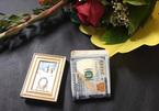 Nam sinh tìm bà cụ bán hoa để trả lại 1.500 USD