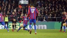 Sanchez lập cú đúp, Arsenal thắng siêu kịch tính