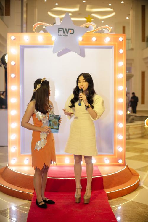 Châu Bùi đọ dáng cùng Việt Anh tại FWD Magic Studio