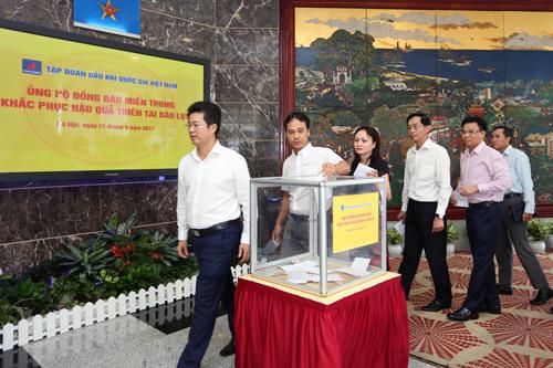 PVN ủng hộ đồng bào miền Trung 3 tỷ đồng