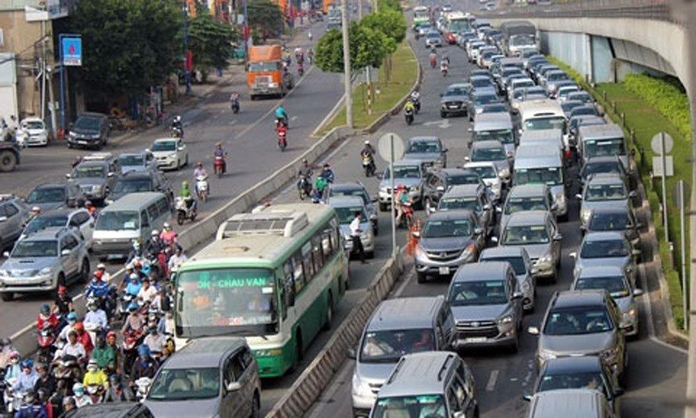 TP.HCM: Ngừng thu phí phương tiện qua xa lộ Hà Nội