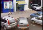 Nữ tài xế gây 'choáng' vì đỗ xe bất chấp tất cả