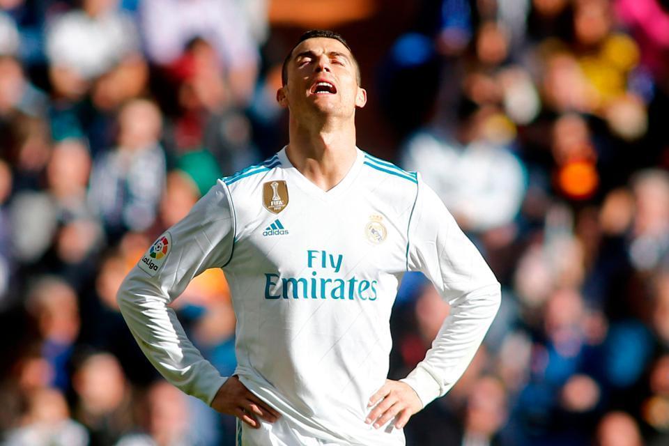 Ronaldo tức giận yêu cầu Real bán anh sang MU