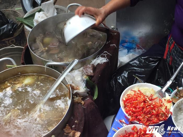 Thêm quán bún chửi nổi tiếng Hà Nội: Lần này là chửi người già