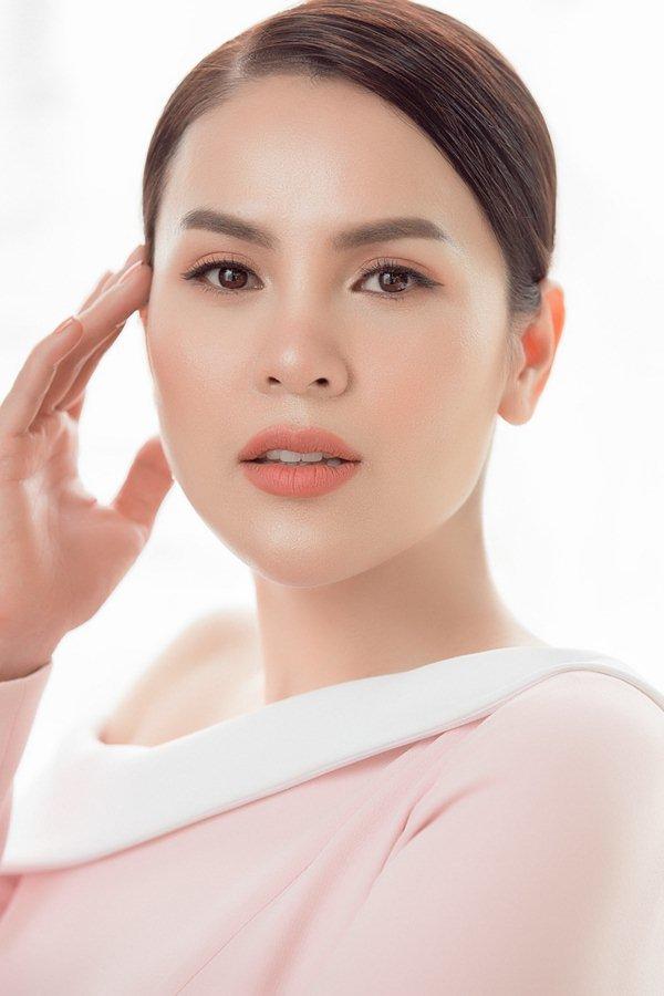 'Hoa hậu Việt rửa chân cho chồng' tiết lộ đắp 500 mặt nạ/năm gây sốc