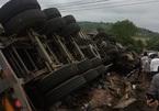 Lật xe đầu kéo chở phân bón, tài xế cùng phụ xe tử nạn