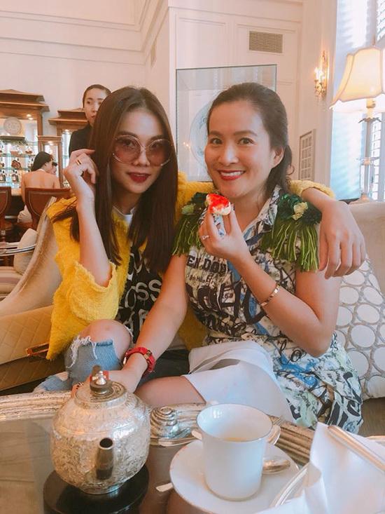 Vợ diễn viên Bình Minh hóm hỉnh gọi người khác là 'chồng'