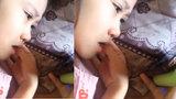 Bé gái 6 tuổi khóc thút thí khi xem phim