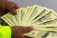 Hành vi dùng tiền giả để mua bán sẽ bị xử lý 1 hay 2 tội danh?