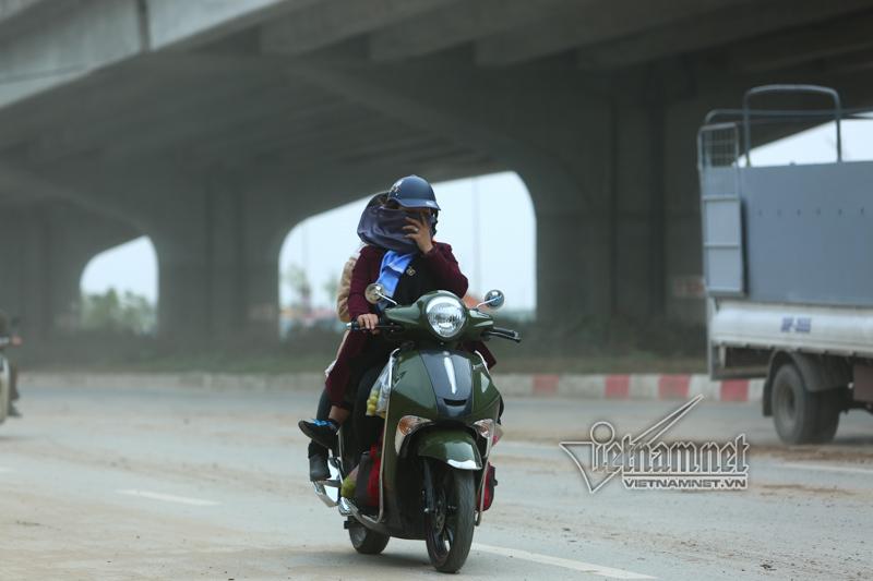 CSGT Hà Nội lui cui dọn đường ngày cuối năm
