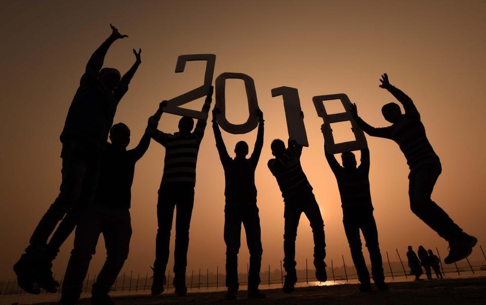 Muôn vàn kiểu đón năm mới 2018 độc đáo trên thế giới
