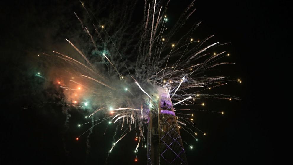 Mãn nhãn với màn pháo hoa rực rỡ đầu tiên chào 2018