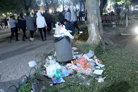 rác sau lễ đón năm mới