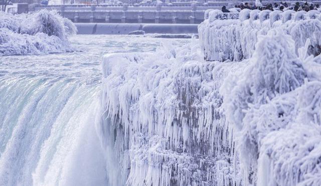 Ngọn thác hùng vĩ nhất thế giới 'đông cứng' trong cái lạnh -67 độ C