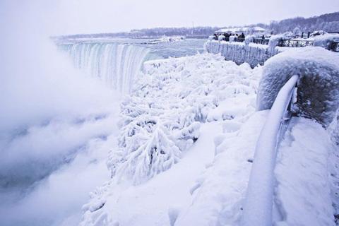 thác nước đóng băng