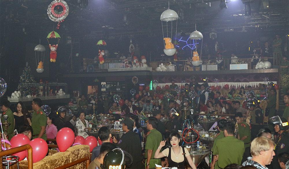 120 cảnh sát đột kích quán bar lớn nhất Cần Thơ