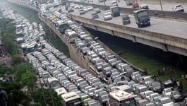 Những điều cần biết khi lái xe vào giờ tắc đường