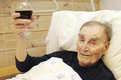 Sốc nặng với bí kíp trường thọ của cụ ông già nhất Na Uy
