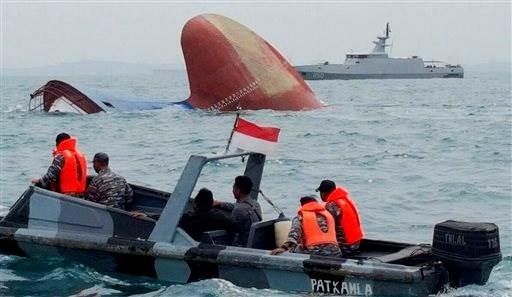 Chìm tàu ở Indonesia, 8 người thiệt mạng