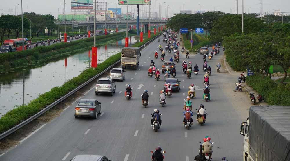 Người dân ùn ùn trở về Hà Nội, Sài Gòn sau kỳ nghỉ Tết Dương lịch