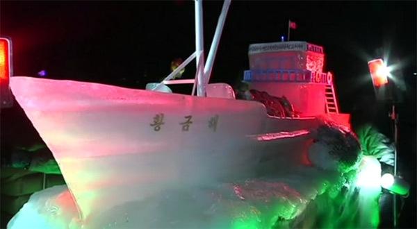 Triều Tiên khoe mô hình tên lửa Hwasong-15 bằng băng