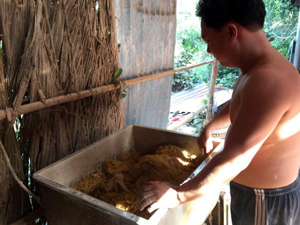 Cuối năm, thăm làng nhang gần trăm tuổi ở Sài Gòn