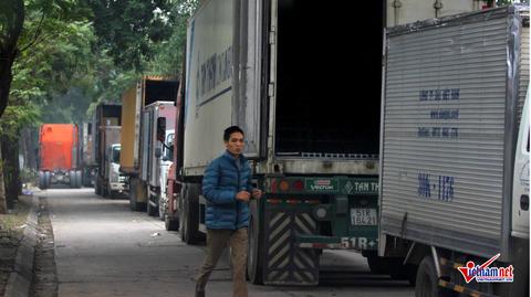 container cày nát vỉa hè