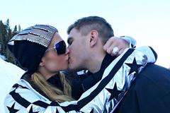 Paris Hilton choáng ngợp khi nhận nhẫn đính hôn kim cương