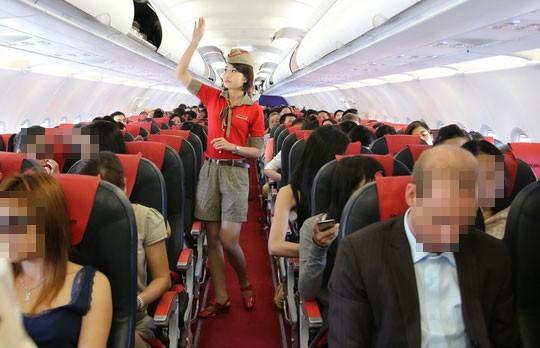 Ngồi sai ghế, nam hành khách còn đánh tiếp viên hàng không