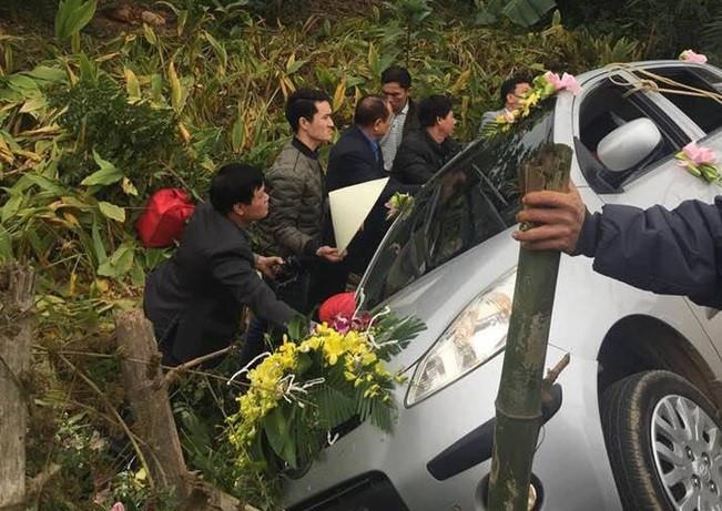 Cô dâu Nghệ An bị làm phiền sau sự cố xe hoa lao xuống vực