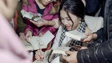 Á hậu cao 1m8 'khoe' đã đọc 1.000 cuốn sách