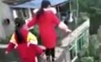Hốt hoảng clip 3 học sinh mạo hiểm đi dọc bờ tường hẹp