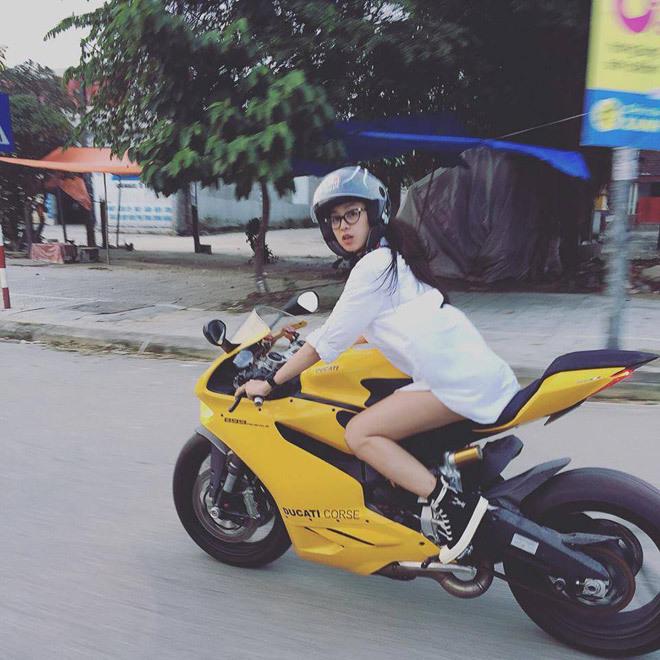 Cô gái Huế cưỡi mô tô nửa tỷ trên phố gây xôn xao là ai?