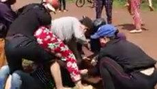 Phụ nữ mang thai bị lột đồ, giẫm lên bụng vì cặp kè với người đã có vợ