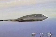 Xem chiến cơ tàng hình B-2 vẫy cánh