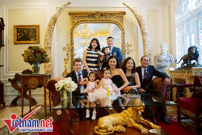 Thăm biệt thự rộng nghìn mét vuông giữa Sài Gòn của Hoa hậu Ngô Mỹ Uyên