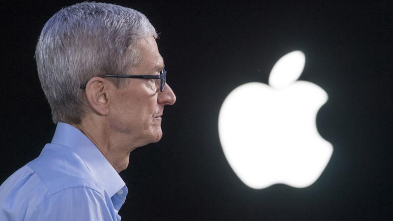 Sai lầm nghiêm trọng đầu tiên của CEO Apple Tim Cook