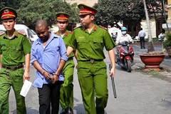 Đang rút tiền, người đàn ông nước ngoài bị bắt trong sự ngỡ ngàng