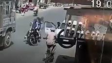 Mở cửa xe không quan sát - Hậu quả lớn